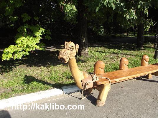 скамейка в виде верблюда